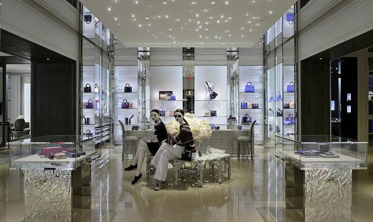 卢宝宜  2015-07-16 00:15:18 13 不管是今年 6 月韩国的第一家门店