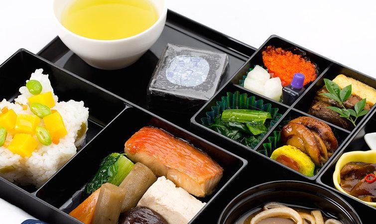 被中国航空业垄断的飞机餐,金龙鱼母公司投 1.7 亿能救吗?