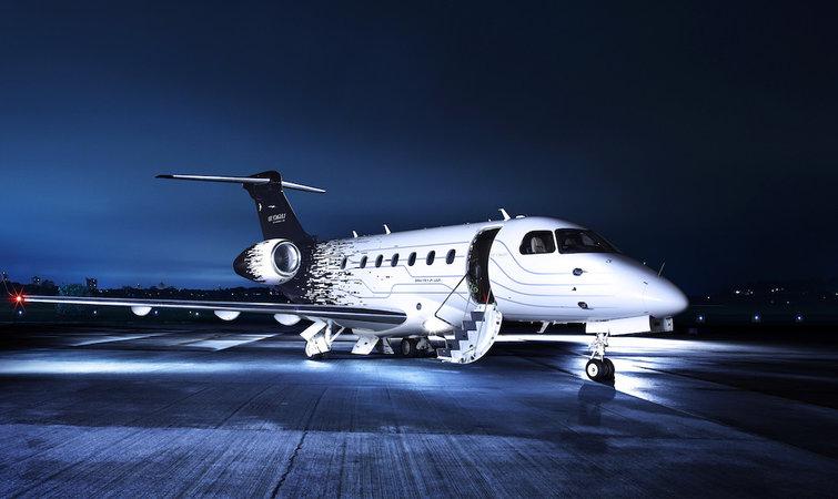 从企业或企业家的长期战略来看,一架飞机至少可以用 30 年,一年