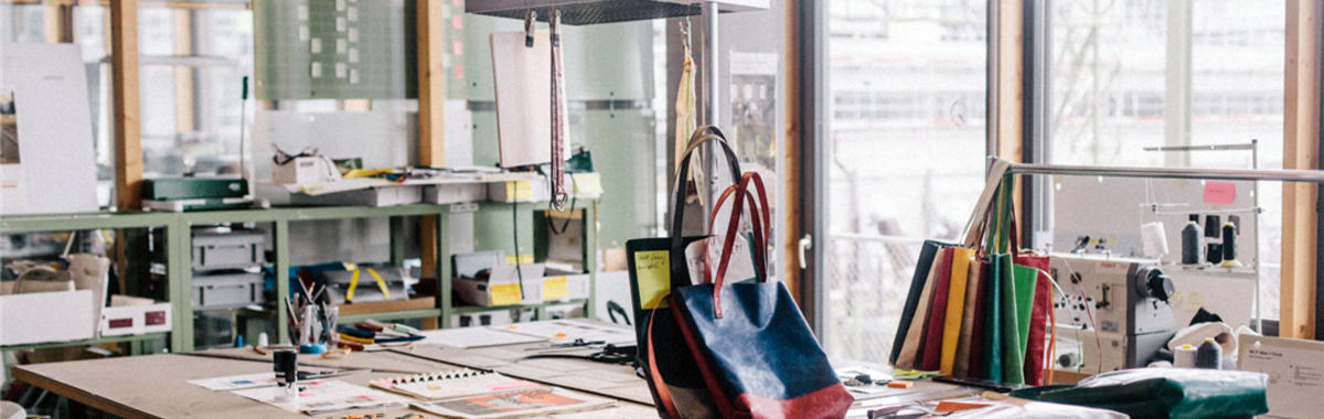 这个包有点脏有点味道,也不怎么时髦,它为何会风靡全球? 市场发明家