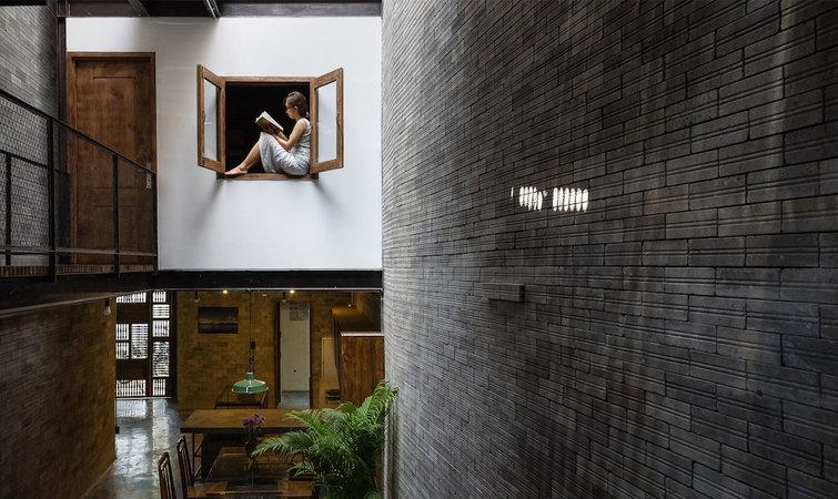 很容易联想到,青砖,木材和铁也是日本品牌无印良品门店装修选择最多的