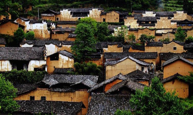 政府牵头的民宿,会成为带动这个村子的好生意吗?