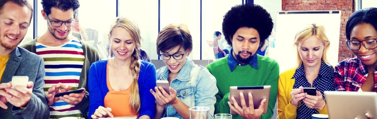 跟着年轻人们走,那些传统的软件和互联网公司也挤进了小屏幕   2015 年轻化系列