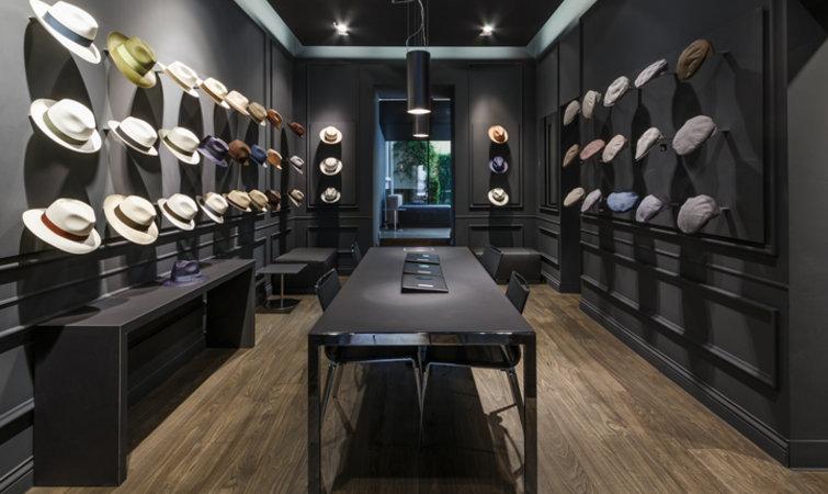 """这个159 年的帽子品牌,能否借助店铺设计重塑""""现代感"""""""