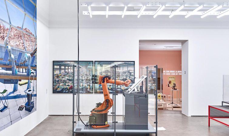 嘿,是时候办场展览,严肃讨论与机器人相关的话题了!