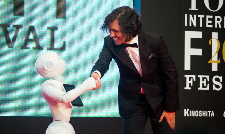 还记得那个萌萌的机器人Pepper吗,它开了个应用商店