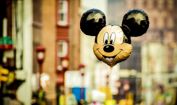 以后在迪士尼乐园里看到毛绒米老鼠,它可能不是人扮的
