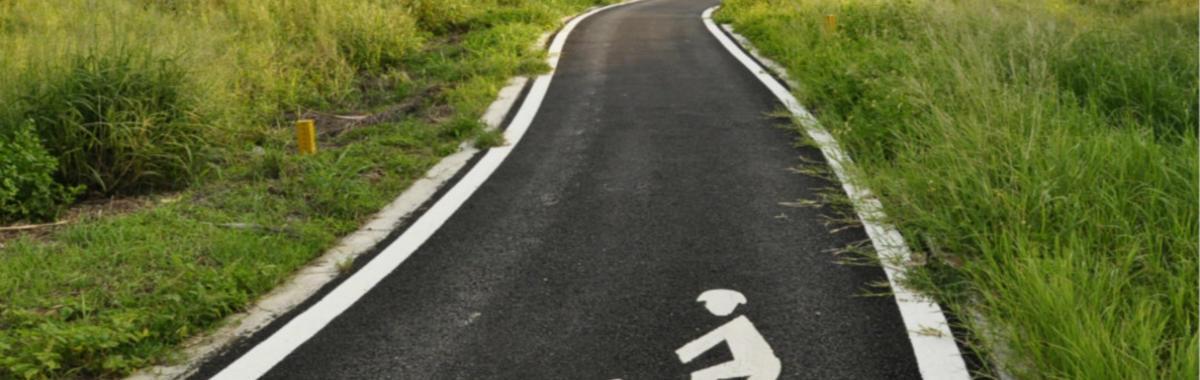 共享单车在一年里成了 200 亿的大生意,原本没人管的自行车现在被监管盯上了