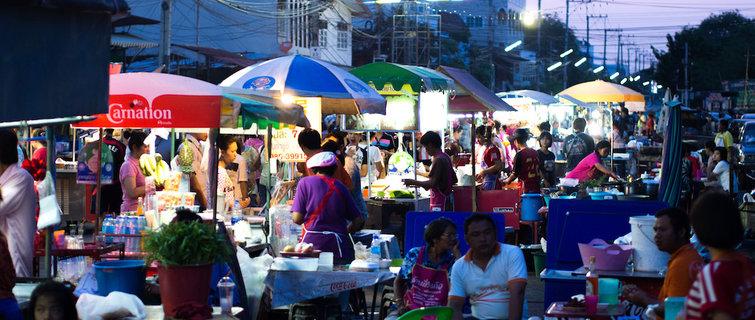 东南亚解决交通拥堵问题,代价是街边小吃摊都再见
