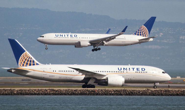 时真有旅客挤不上飞机,航空公司则会给予补偿,部分乘客愿意主动改签.