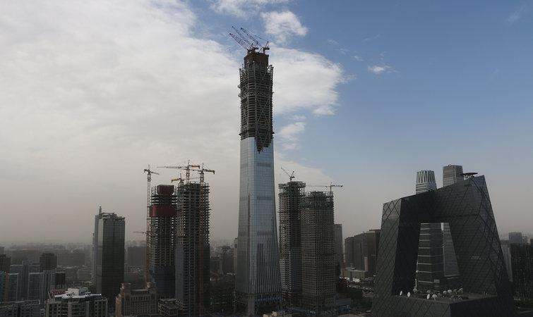 蓝天白云下的中国尊,央视新址大楼等建筑.