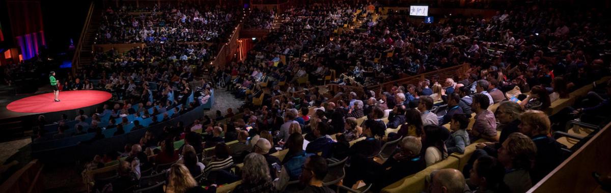 网上免费看的 TED 演讲,为什么门票还是可以卖到 10000 美元一张?