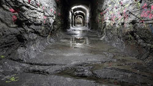 芬兰正在一条隧道底部埋藏核废料,为什么没有受到太多政治和民生压力?