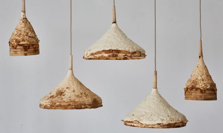 英国家具设计师 Sebastian Cox 毕业于林肯大学的可持续设计专业,是英国倡导传统手工艺与现代设计结合的众多年轻设计师中的一员。 早在 2010 年时,他就在研究竹子和原生木作为家具材料的可行性,更多将自然质朴气息引入都市,唤起人们对事物价值观的重新思考,我用这些古老、原始的手工艺来创造当代设计,也许会改变人们对家具材料的选择。