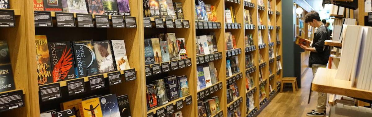 网上卖书 20 年,亚马逊开的线下书店有什么不一样?