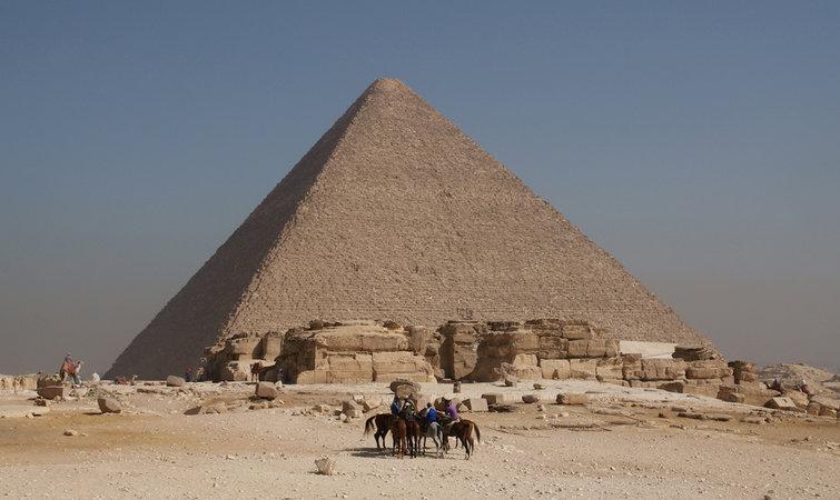 金字塔计划里另外一支日本团队和一支法国院队也在金字塔外用 μ 介子