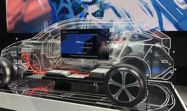 全球大小车厂都要造电动车,但汽车业还没做好准备 | 2017 商业大新闻
