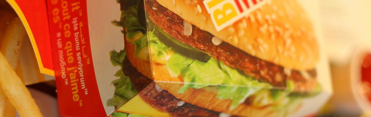 """巨无霸诞生 50 周年,这种鼓励""""越大越好""""的食物改变了快餐业的游戏规则"""
