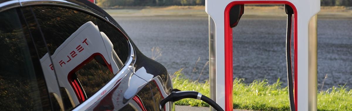 特斯拉新车涨价 50%,可能意味着对传统汽车制造业的破坏性创新失败