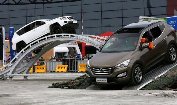 中国汽车工业协会统计的乘用车批发量数据显示,中国 suv 市场已经连续