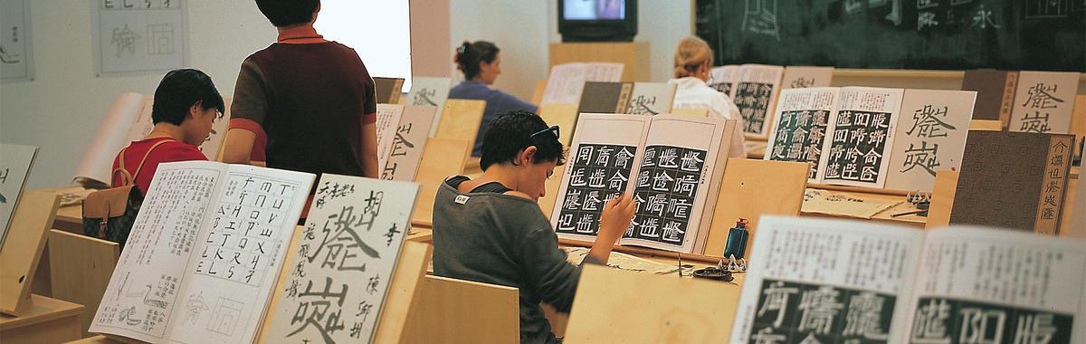 """徐冰:用艺术探讨社会,同时反思了这种""""探讨""""的精神来源"""