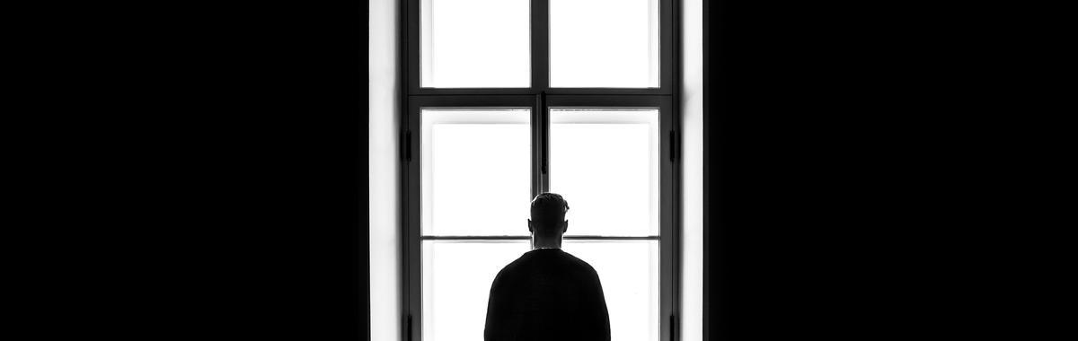 极端主义思想日渐抬头,它的根源是无尽的孤独