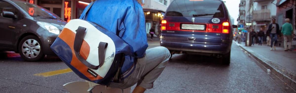 把废料做成流行的瑞士包袋 Freitag ,贩卖的到底是什么?| 市场发明家
