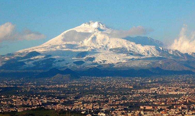 西西里岛埃特纳火山喷发,引发超过300 次微型地震 文化 好奇心日报