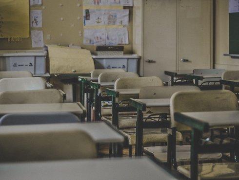 英国学校贫困学生数上升,校方称要替他们洗衣服