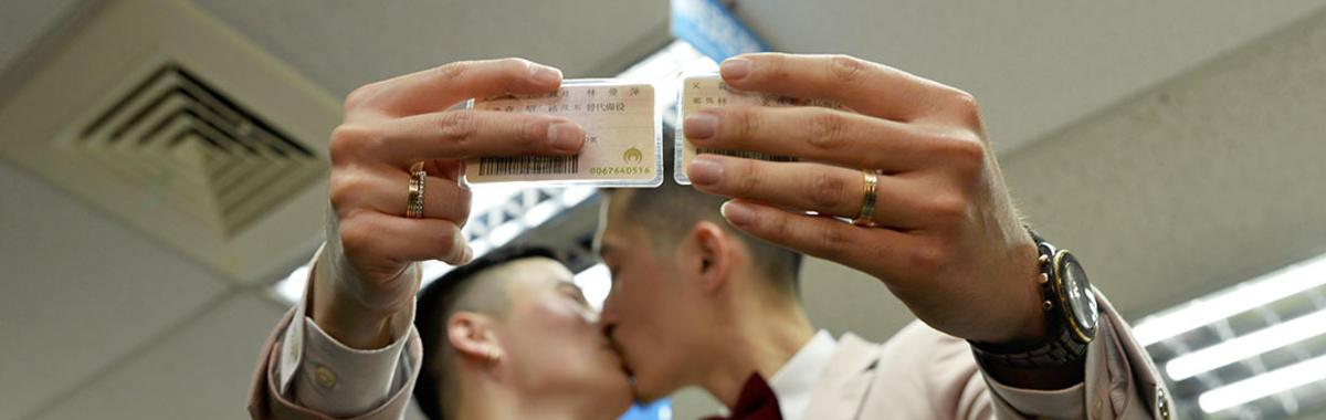 台湾同性婚姻合法化的第一天:登记、庆祝、反对、喜宴和思考