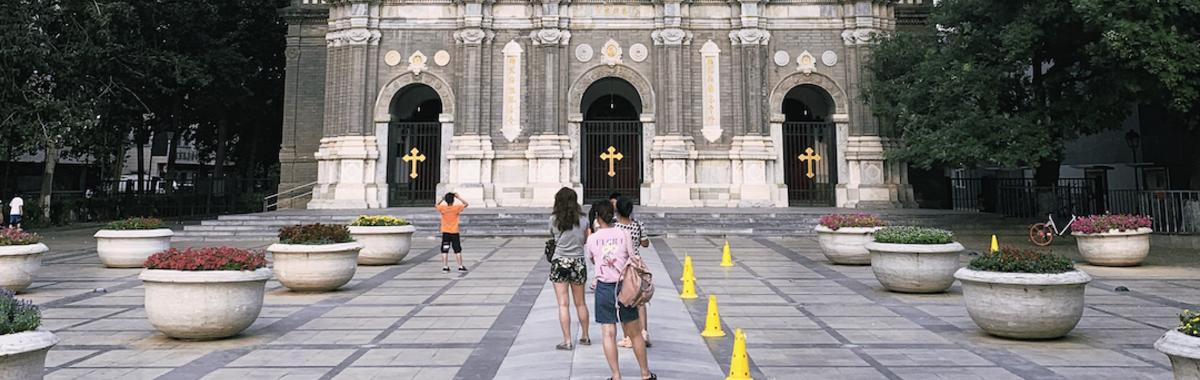 王府井天主堂前廣場,提北京輪滑不能不提這兒 | 北京故事