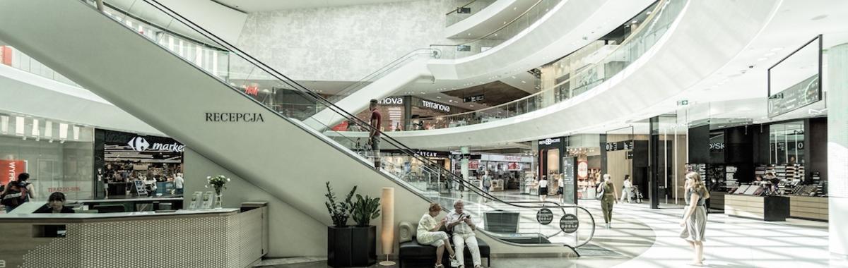 购物中心露天广场有人气,因为它有让人松口气的机会 | 北京故事