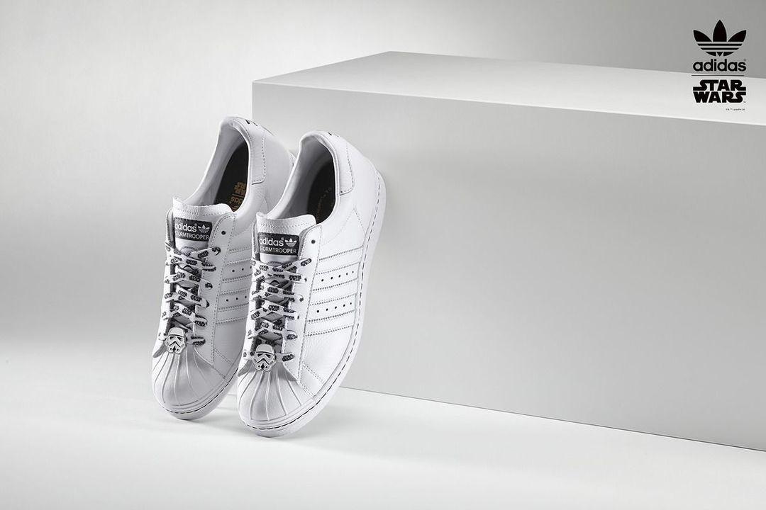 """在""""星战""""上映前,Adidas 推出定制鞋款_商业_好奇心日报"""