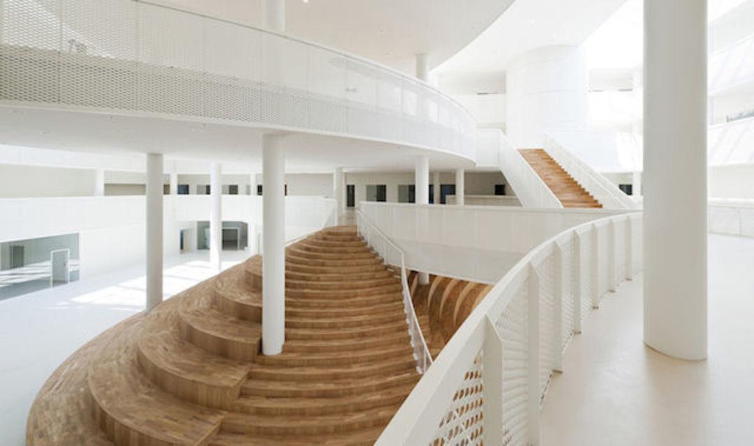 教育中心位于市中心和丹麦的欧登塞海港之间