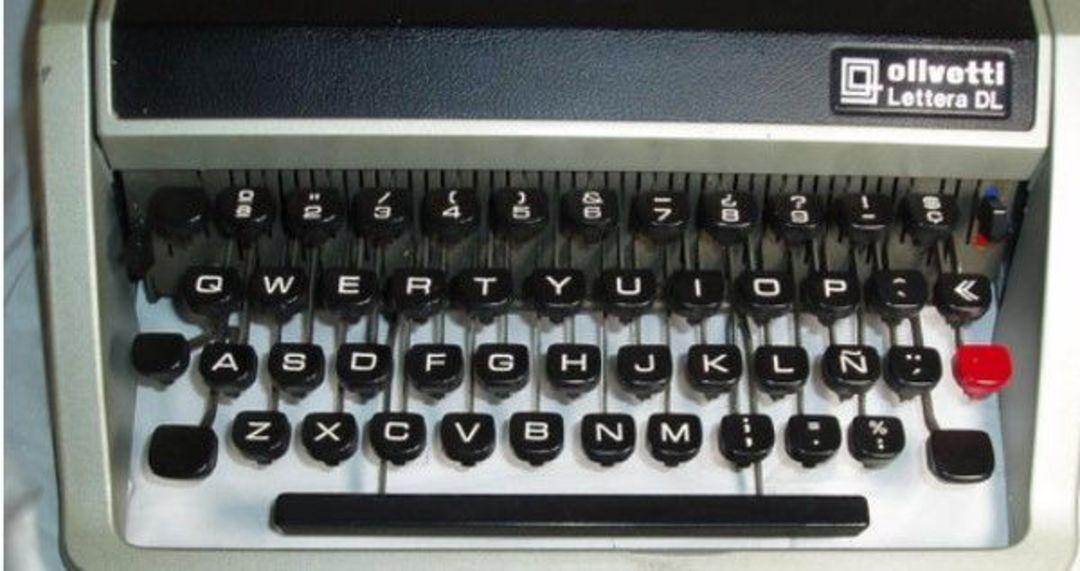 QWERTY 键盘打字机