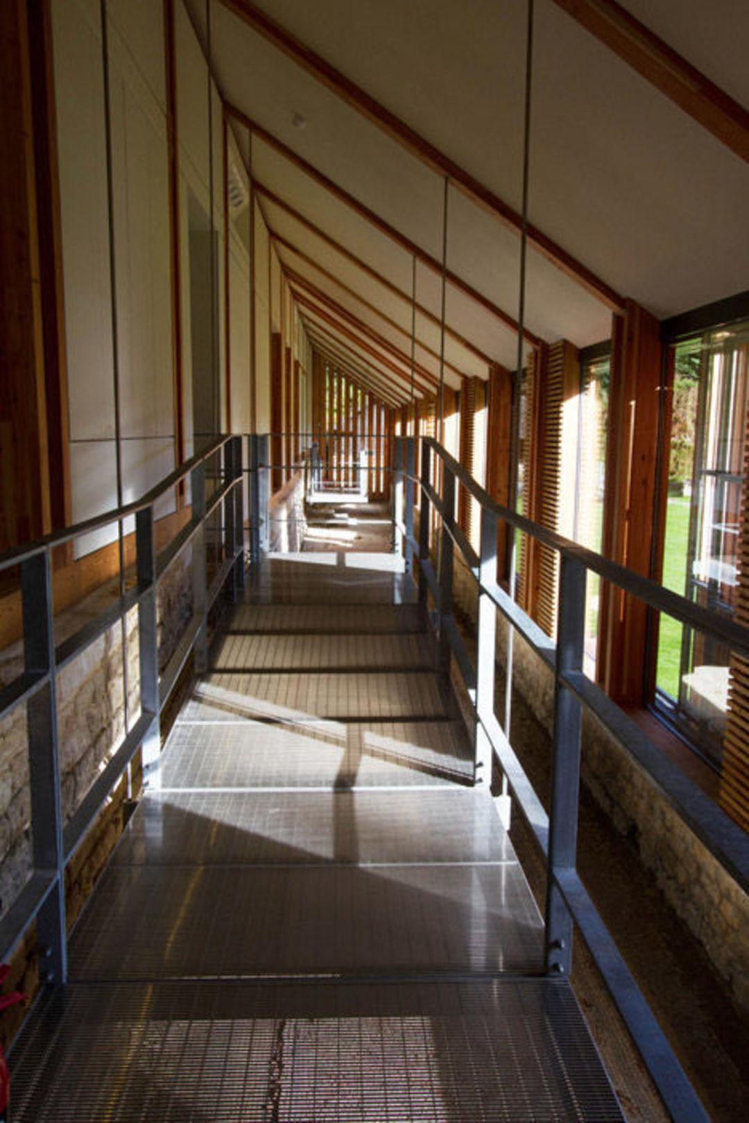 这个建筑和历史遗迹合为一体,它还鼓励你走进去参观_设计_好奇心日报