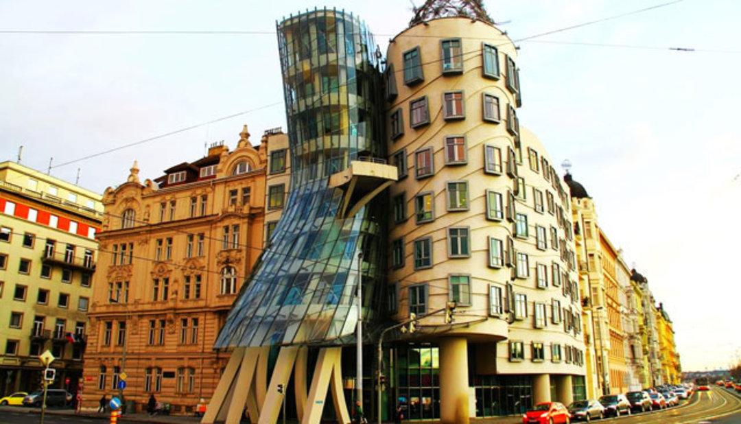 跳舞的房子(荷蘭國民人壽保險公司大樓,位于捷克共和國布拉格)