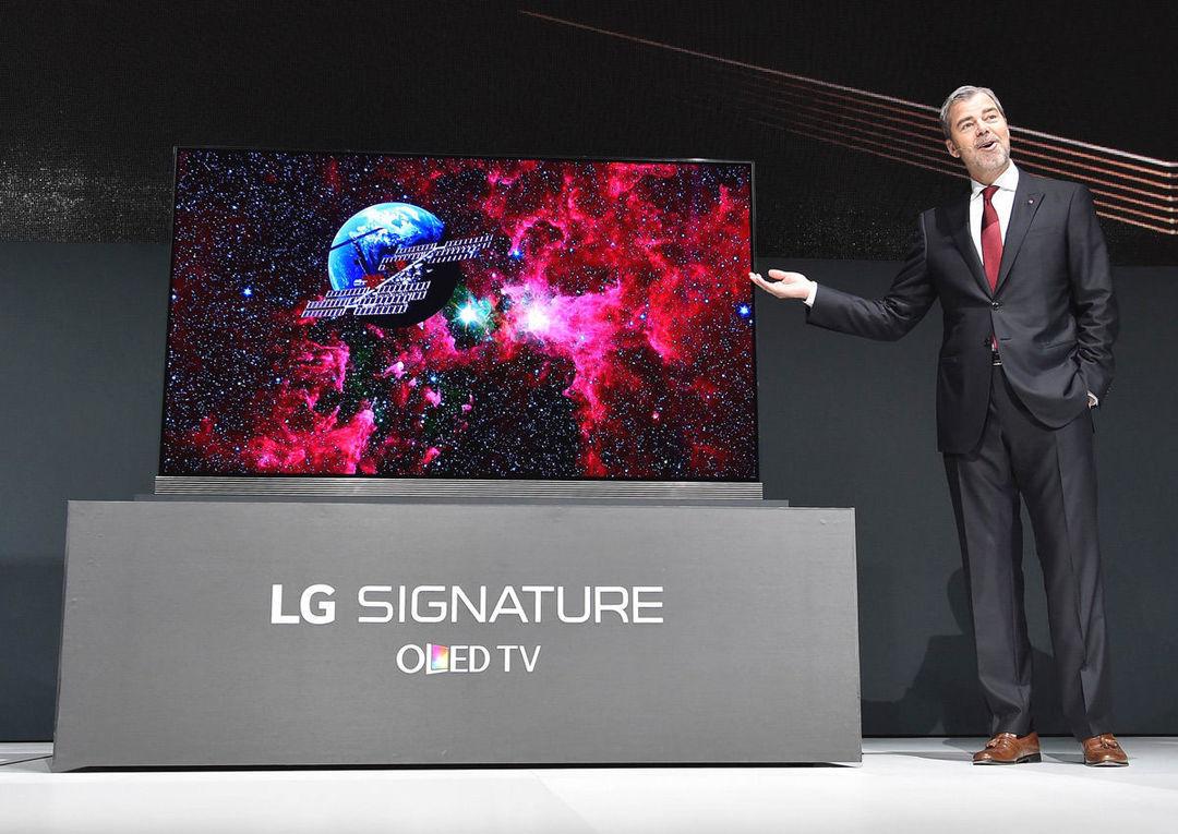 LG 旗下的 Signature 77 英寸 4K OLED 电视