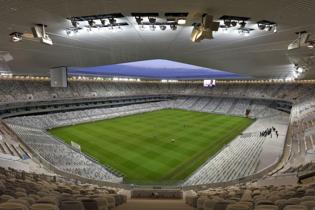 """法国这座纯白的体育场,可以用""""优雅""""来形容_设计_好奇心日报"""