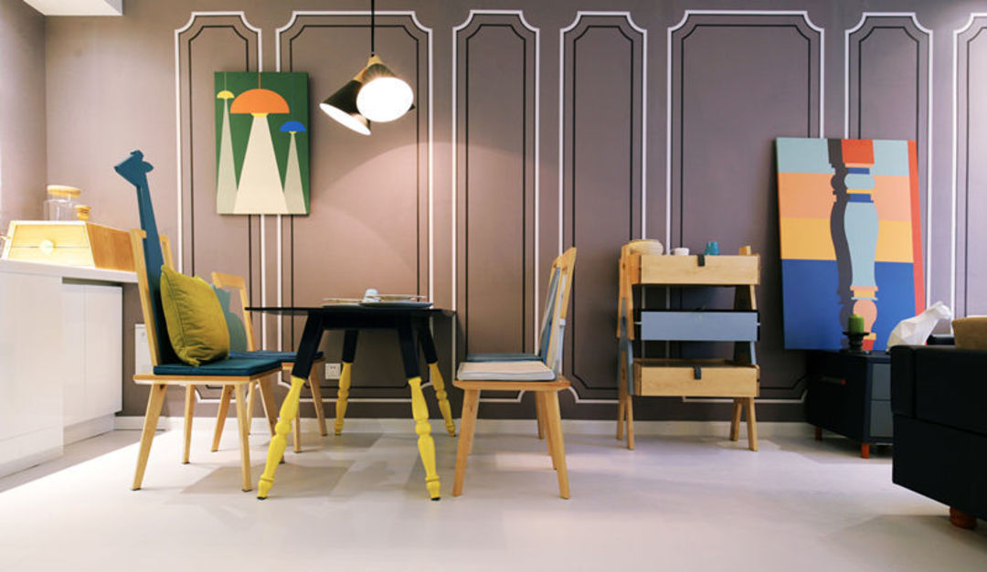 李想用自己团队设计的家具布置的展厅