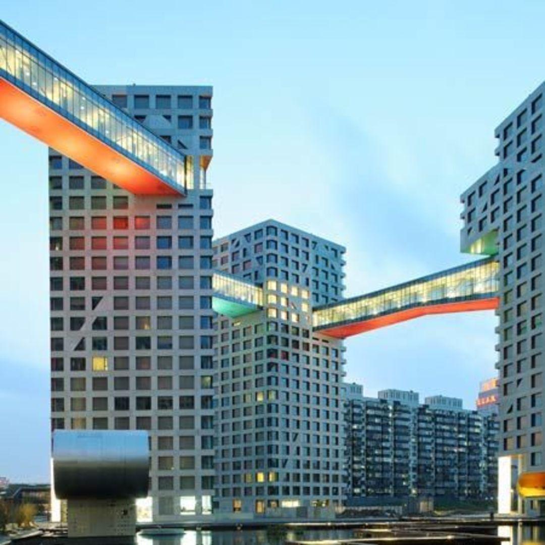 在哥本哈根,建筑师用一座桥将两幢摩天大楼连了起来_设计_好奇心日报