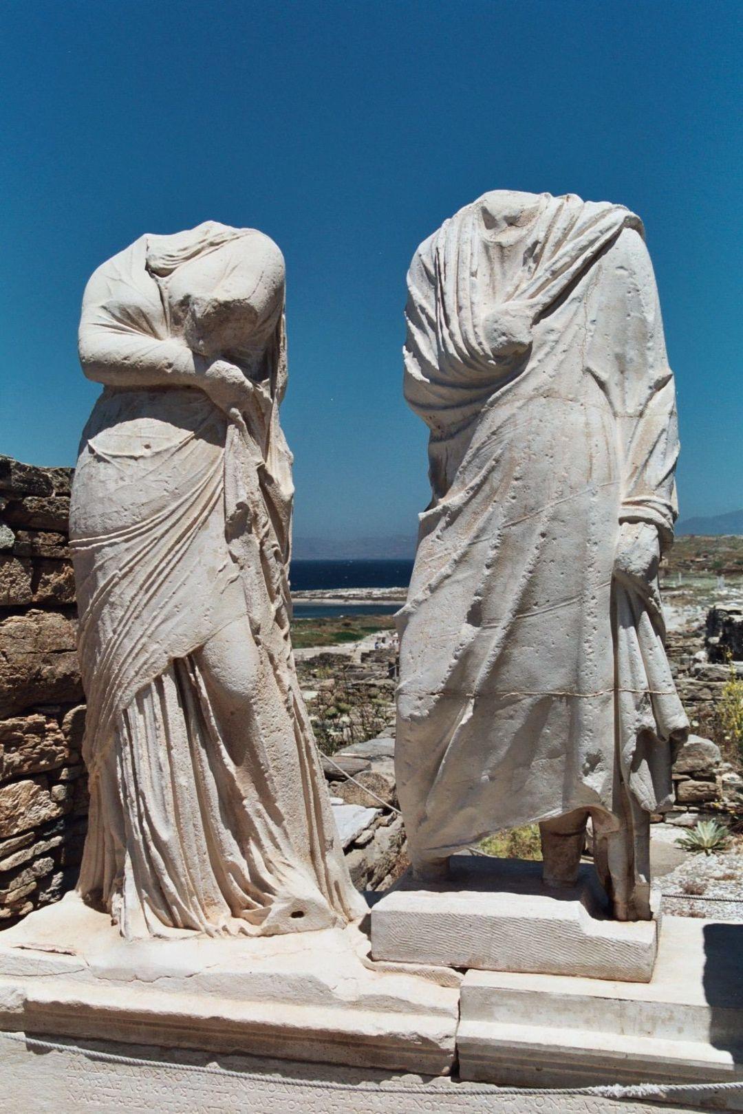 这个在希腊的考古博物馆,像三个巨大的鹅卵石_设计_好奇心日报