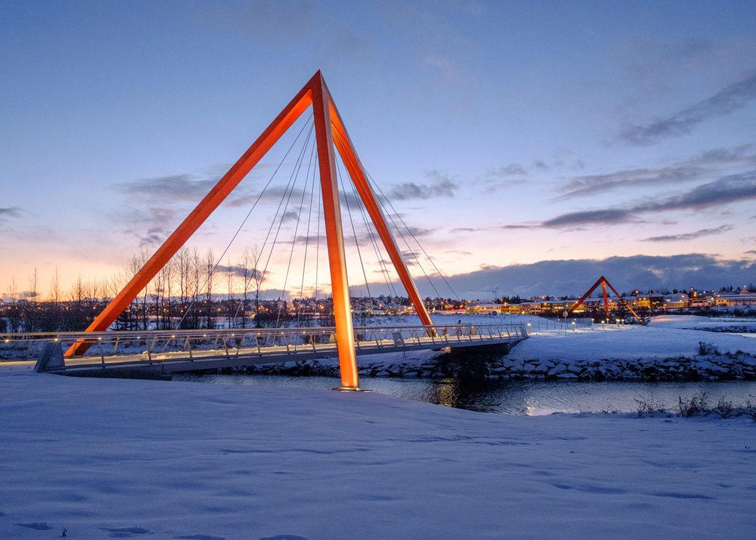 为了行人也为了鲑鱼,冰岛建了两座这样的桥_设计_好奇心日报