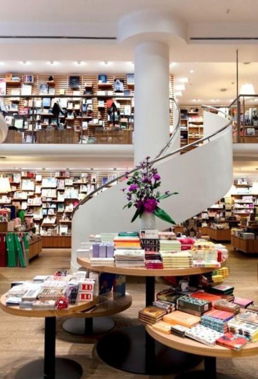 实体书店要赚钱,可以做的事情还有太多,不信你看这家_商业_好奇心日报