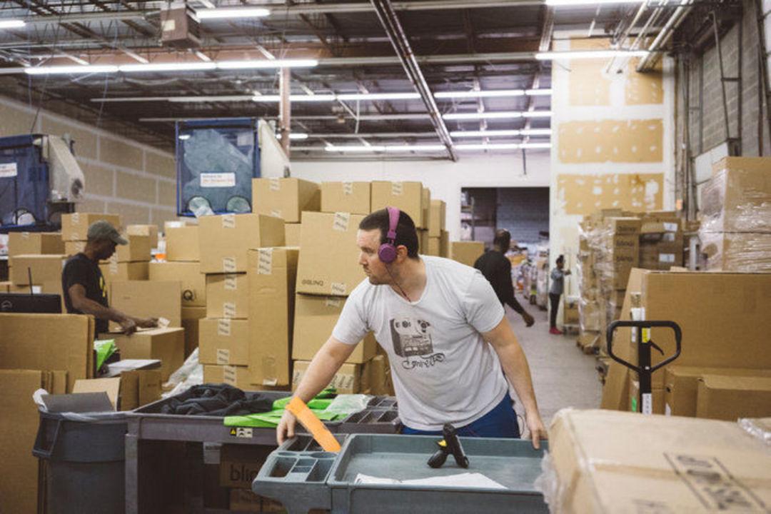 电商退货是常态,有个创业公司负责为退回来的货们找家_商业_好奇心日报