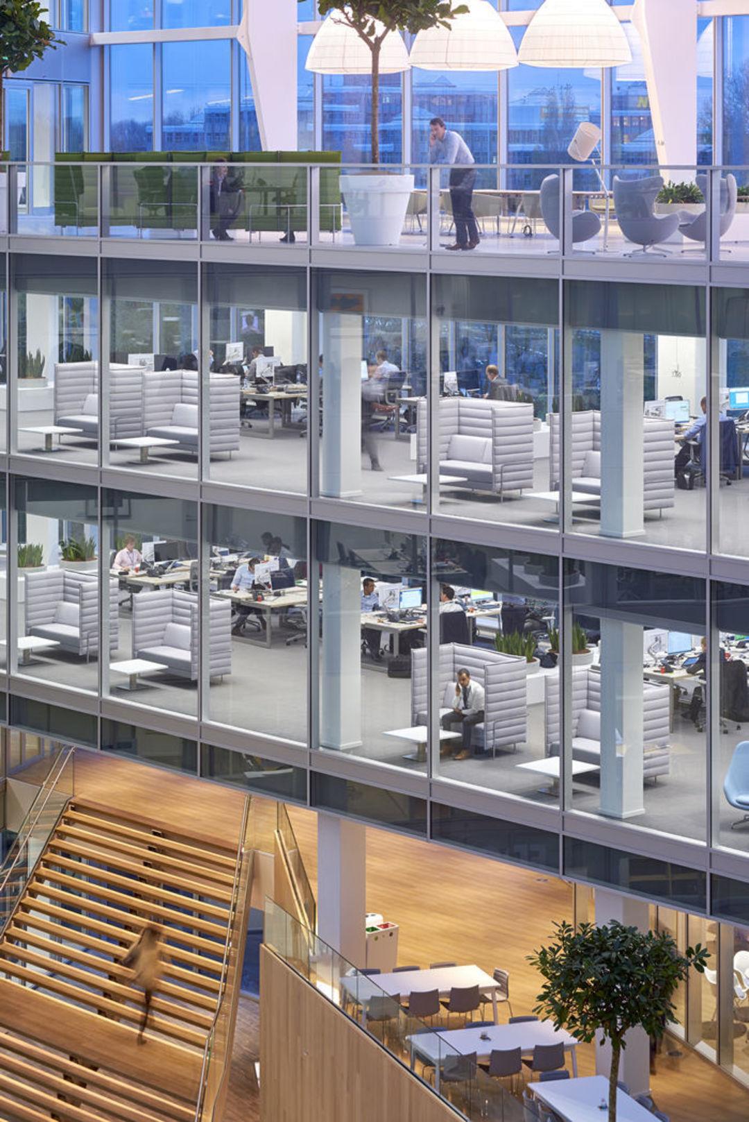 """这座""""聪明""""建筑的诞生,是在响应人类工作方式的改变_设计_好奇心日报"""