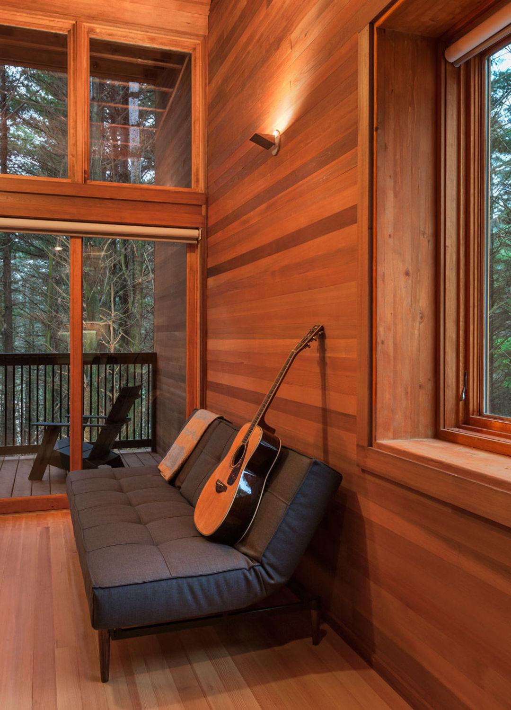 在冬日的森林里,住一晚温暖的山间木屋_设计_好奇心日报