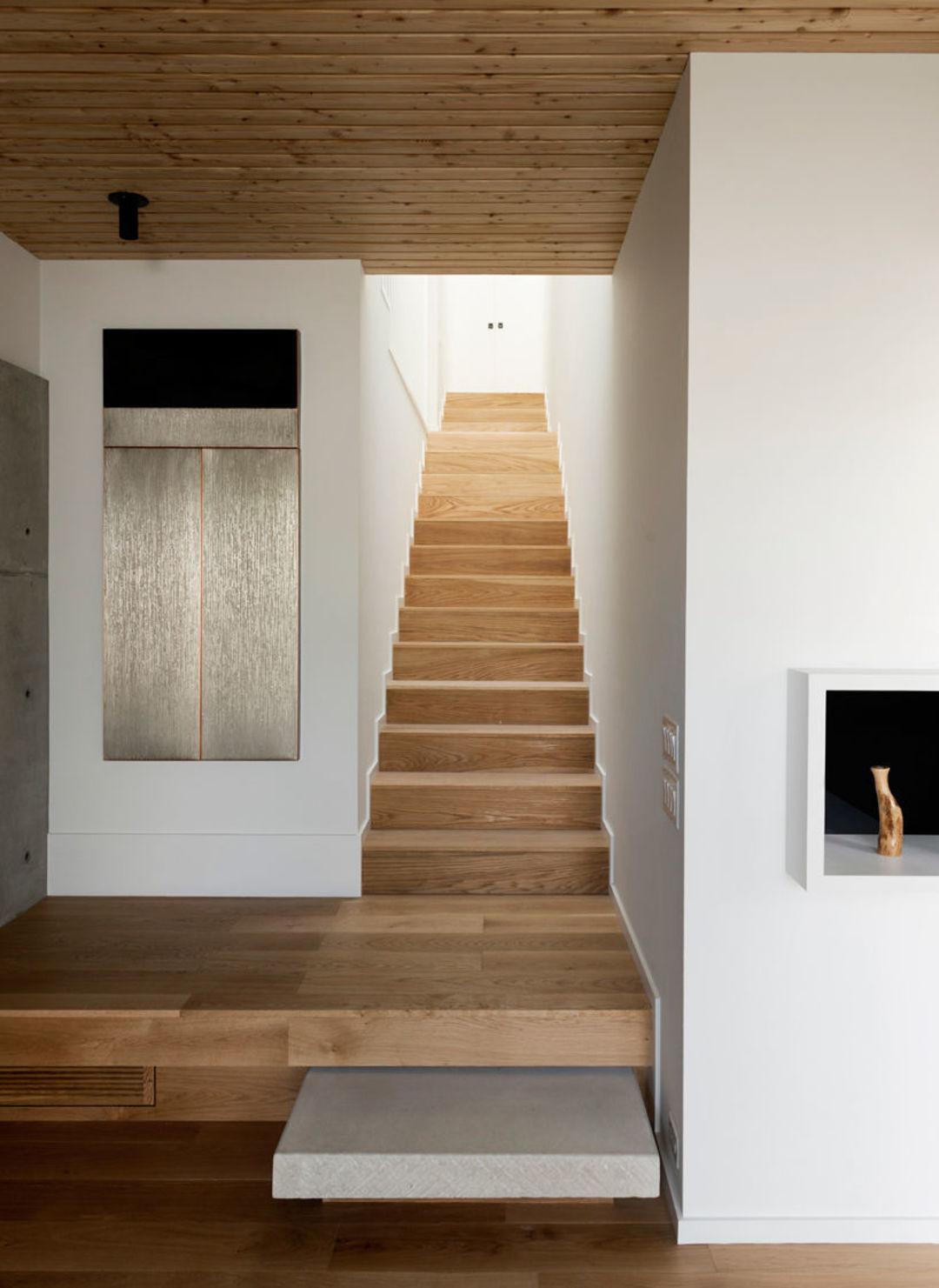 来看这座清水混凝土盖的别墅,低调而又富于变化_设计_好奇心日报
