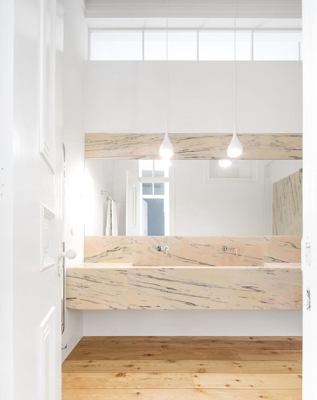 浅桃色大理石质感卫生间