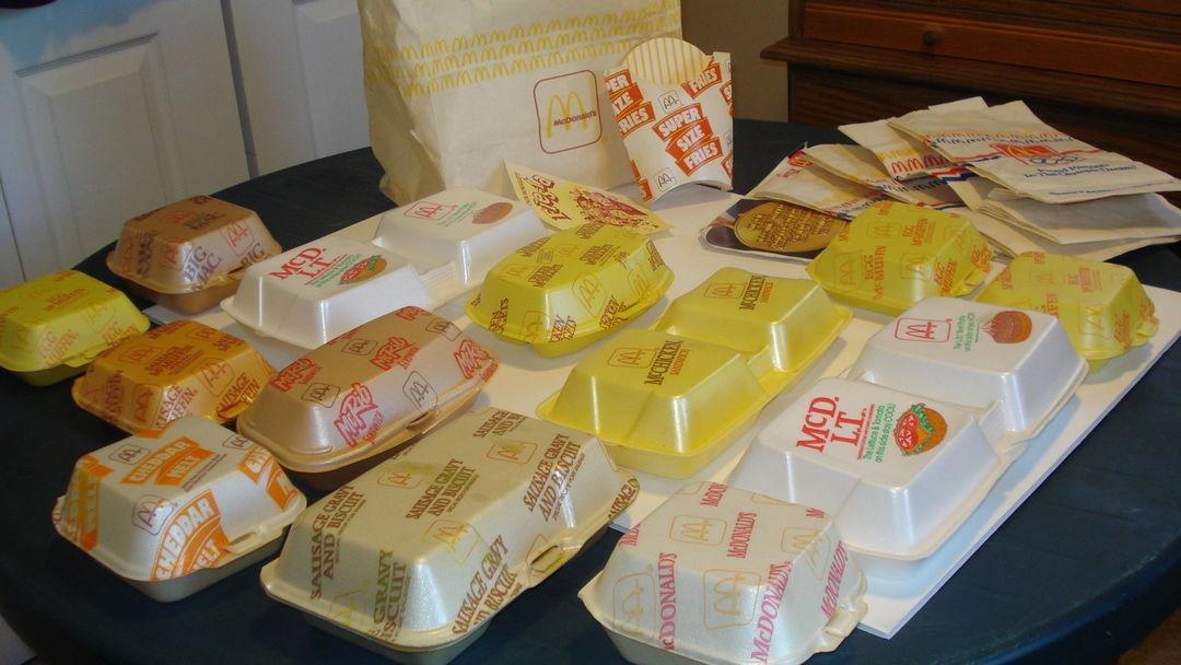 麦当劳使用过的泡沫盒